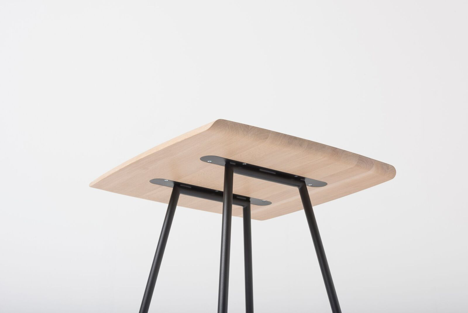Leina bar Table